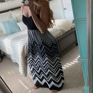 Dresses & Skirts - Black & White Chevron Open Back Maxi Dress